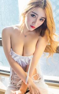风骚的美女少妇情趣睡衣抛胸露乳写真