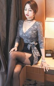 傲人上围黑丝美女宾馆写真