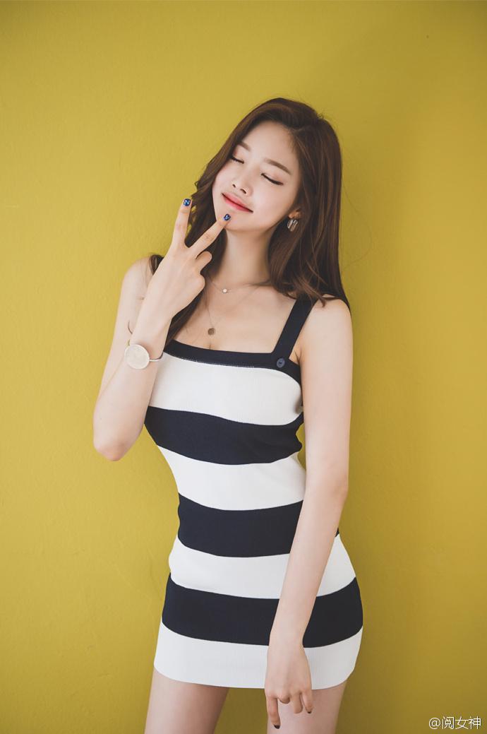 韩国模特斑马连体超短写真
